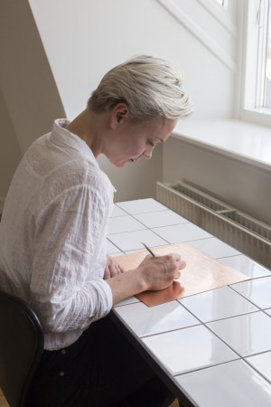 Sophie Dupont. Marking Breath. 13 Juni 2014. Sunrise 4.27 am – Sunset 9.55 pm. Etching on Copper Plate. Foto: Anders Sune Berg.