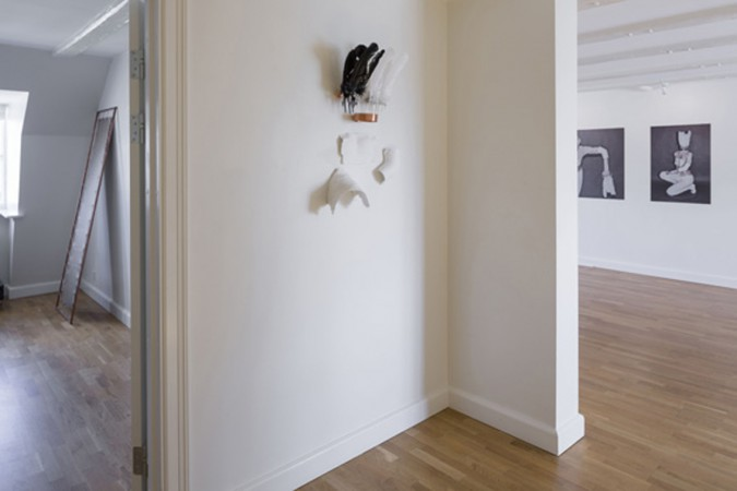 Sophie Dupont. Objects. Feathers, Copper, Plaster, Metal lace, Tape. 2014. ( Installation View). Foto: Anders Sune Berg.